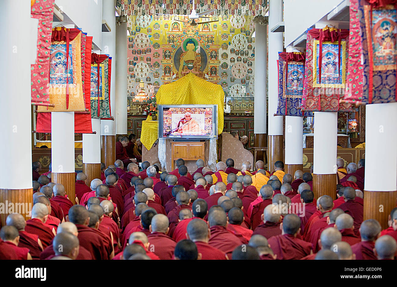 Monks watching His holiness the Dalai Lama during teachings at Namgyal Monastery,in Tsuglagkhang complex. McLeod - Stock Image