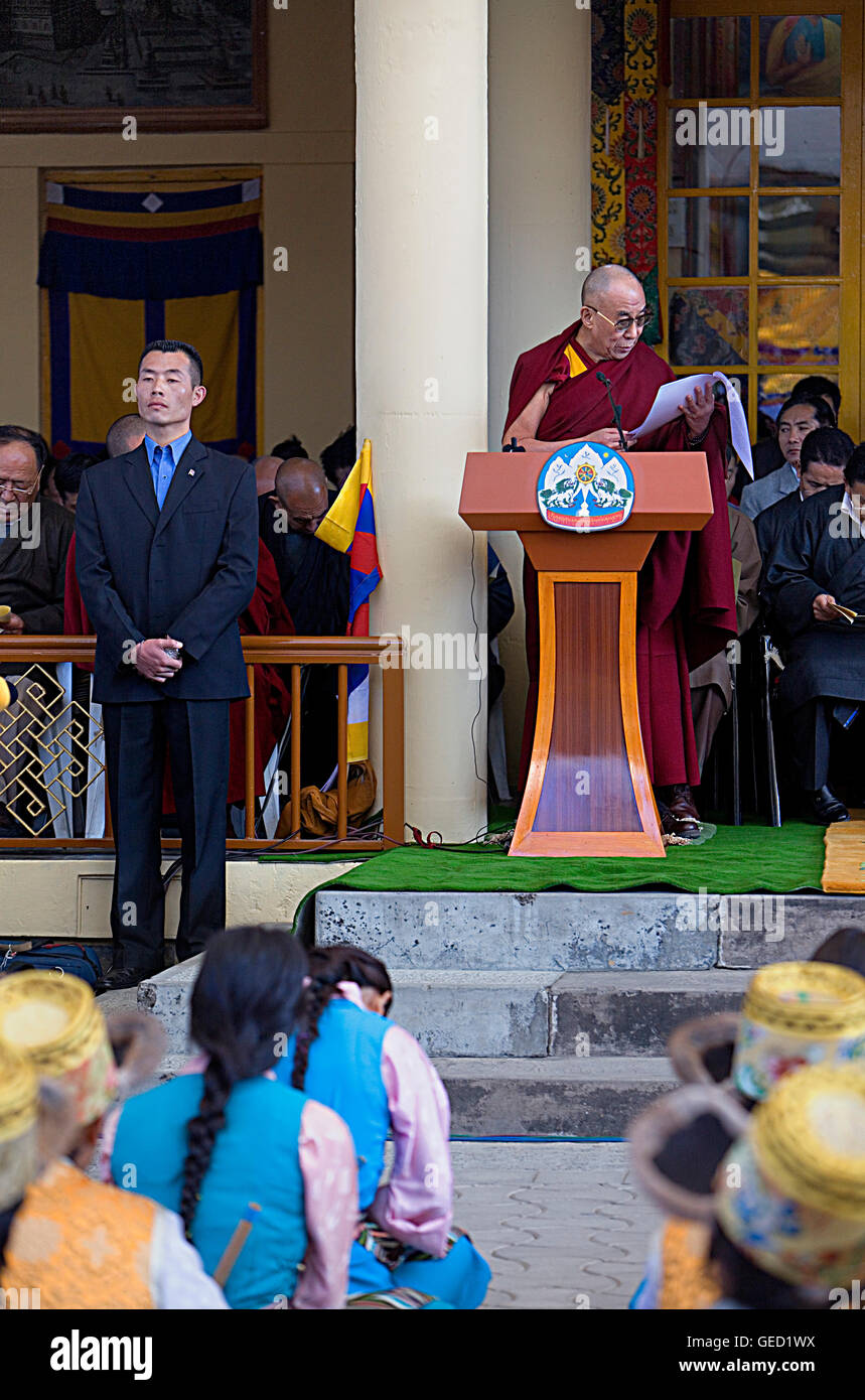 His holiness the Dalai Lama speaking about the situation of the Tibetan people in exile, in Namgyal Monastery,Tsuglagkhang - Stock Image