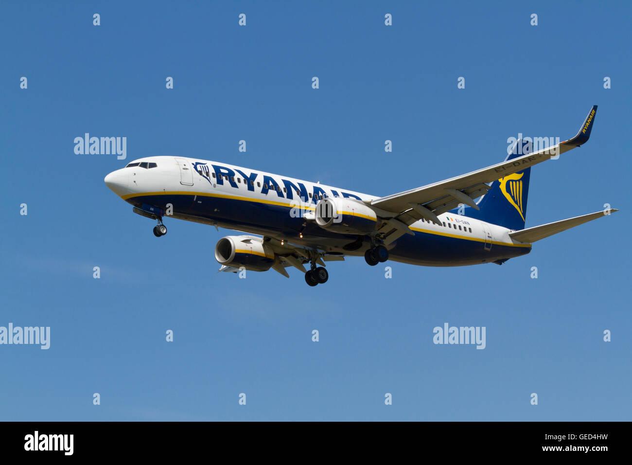Ryanair, Boeing 737, flight FR407, EI-DAN, from Rome on final approach to Copenhagen Airport - Stock Image