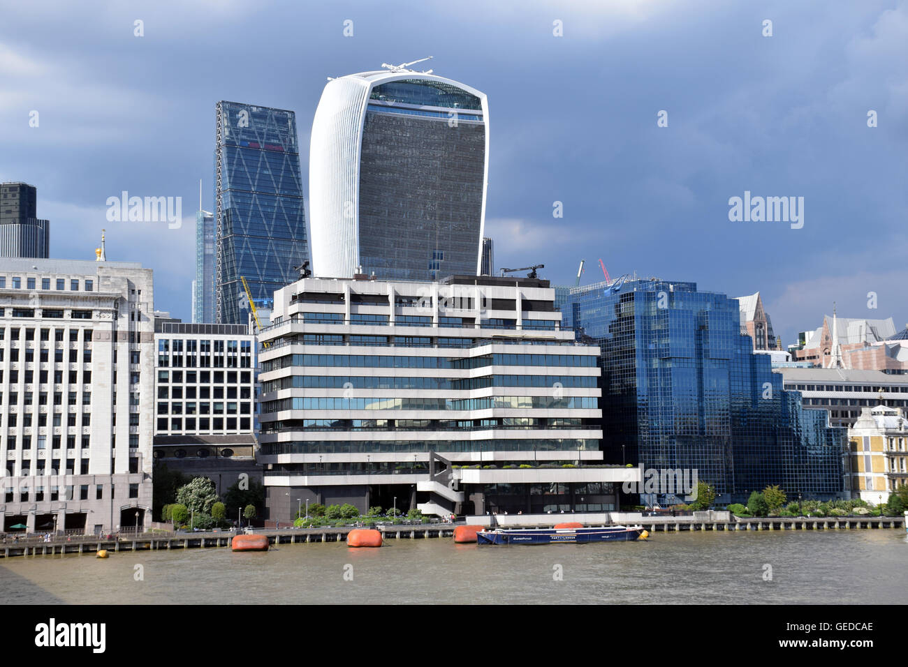 20 Fenchurch Street aka The Walkie Talkie building with the Leadenhall Building aka The Cheesegrater behind, London - Stock Image