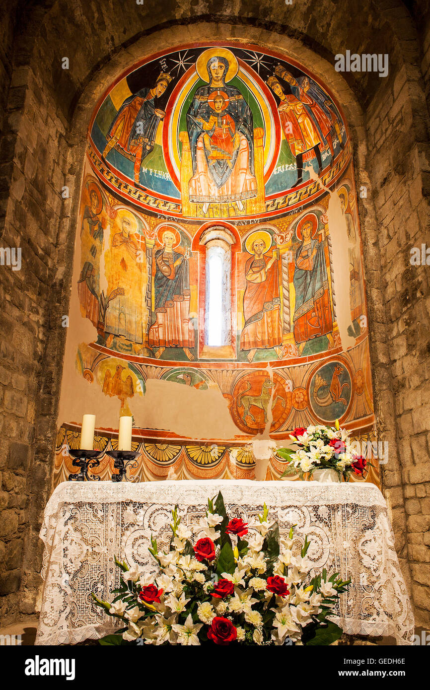 Paintings in central apsis.Virgin Mary with Jesus as a child, church of Santa Maria.Romanesque church.Taüll. - Stock Image