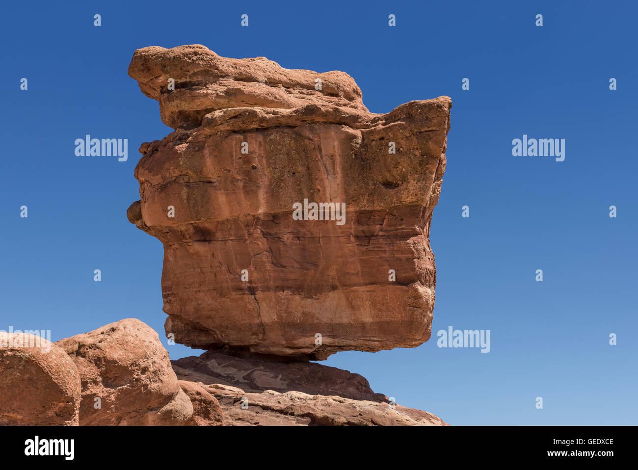 Balanced Rock, Garden of the Gods Park, Colorado Springs, Colorado, USA. - Stock Image