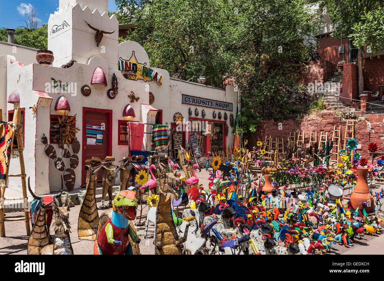 Colorful curiosity shop, Manitou Springs, Colorado, USA. - Stock Image