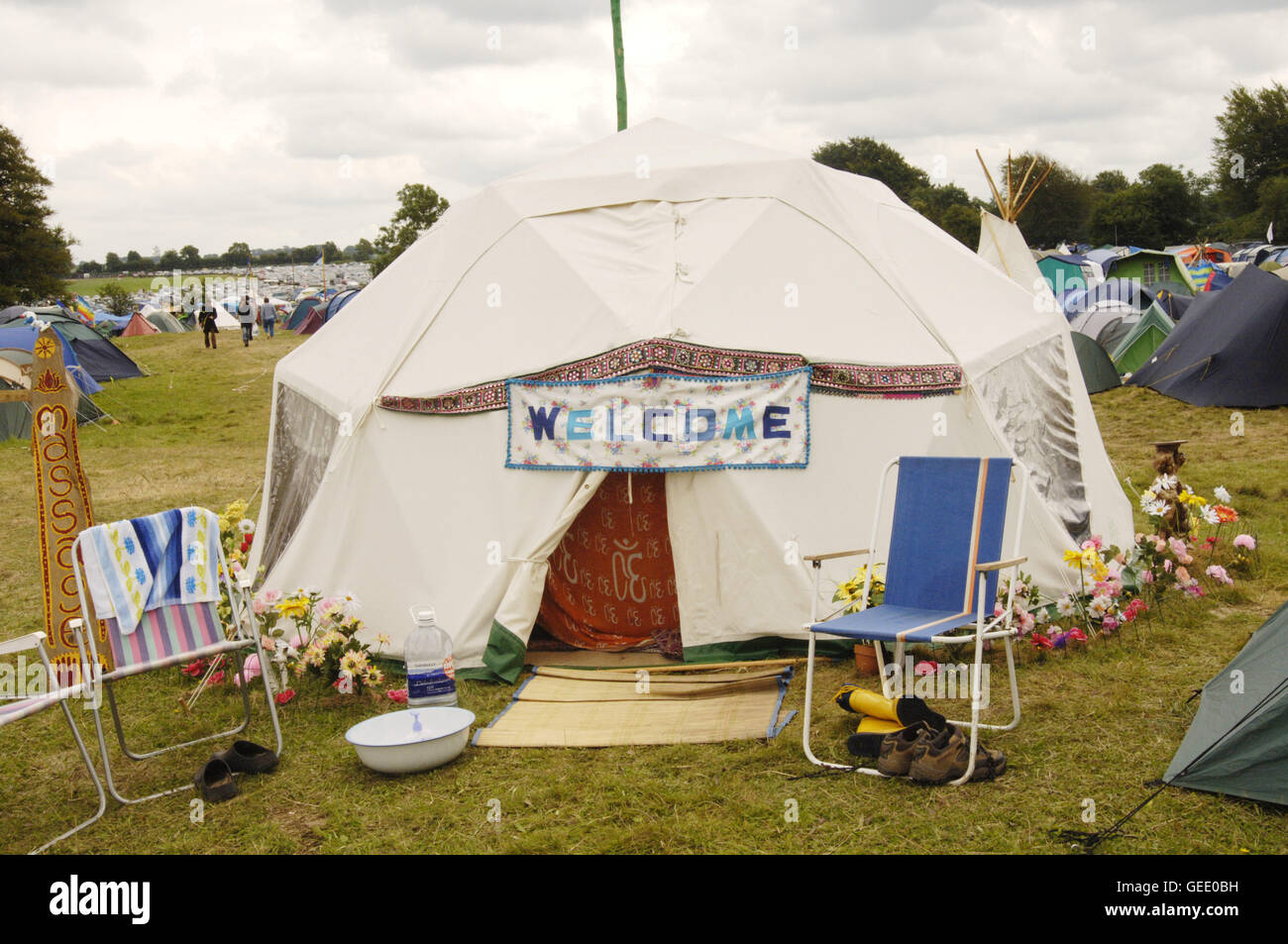 A tent made to feel like home at the Big Green Gathering, UK August 2005 - Stock Image