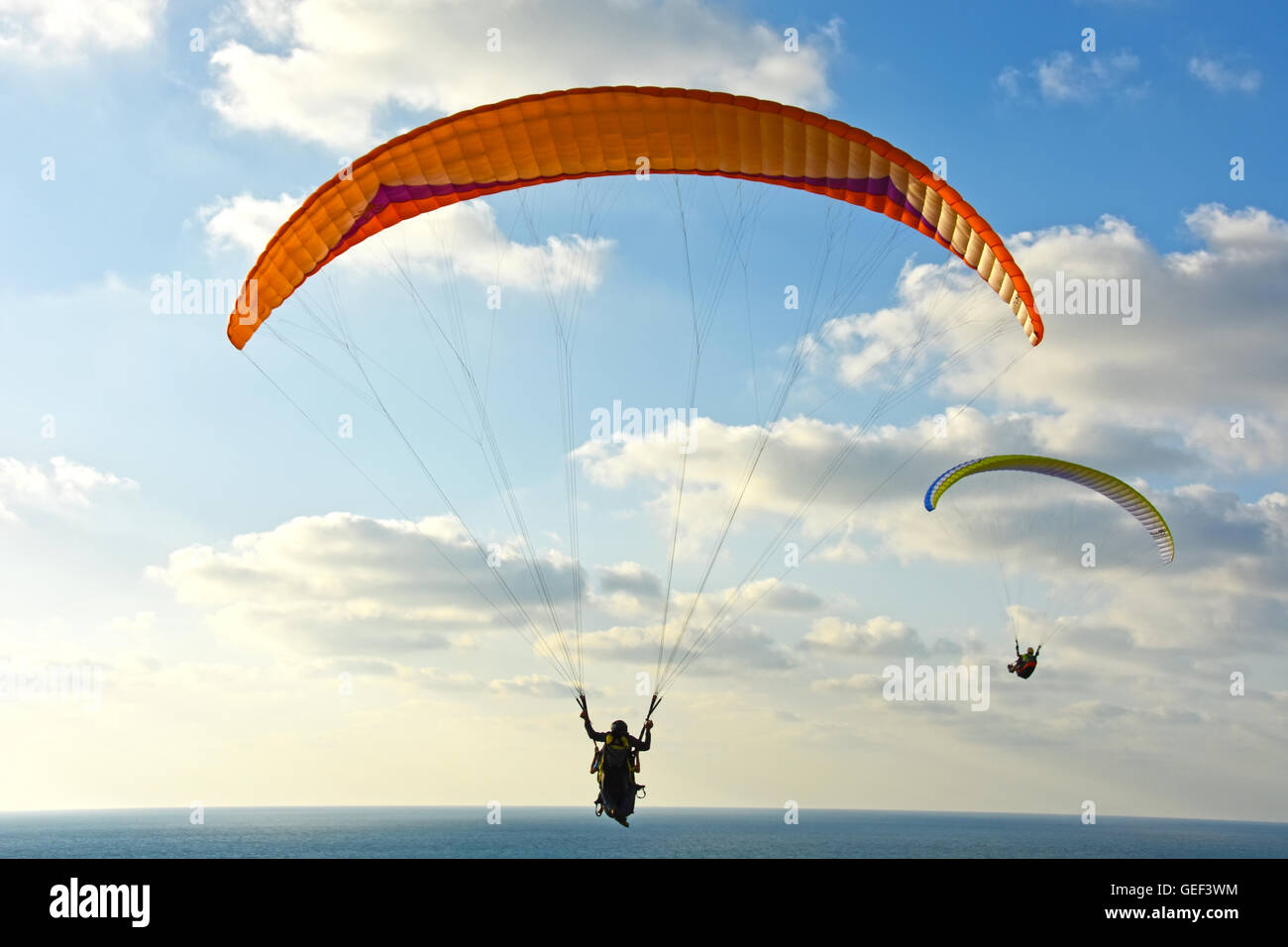 Para-gliding over the Mediterranean sea - Stock Image