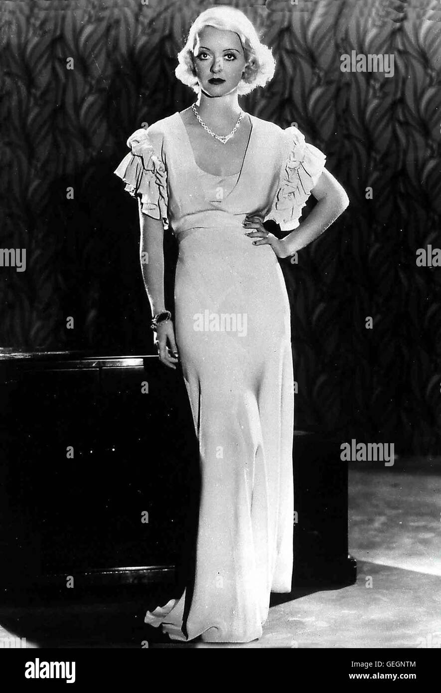 Bette Davis in Film - THE CABIN IN THE COTTON, USA 1932 *** Local Caption ***, 1930er, 1930s, Fashion, Film, Portrait, Stock Photo