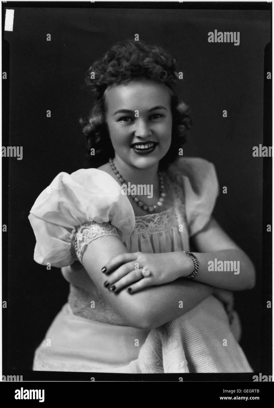 Portrait photograph of unidentified woman - Stock Image