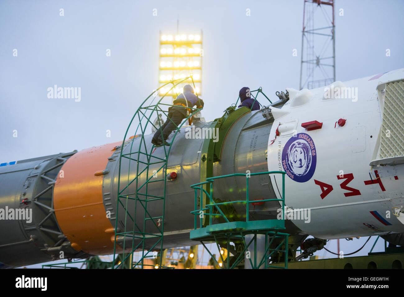 Exp 47 Soyuz Rollout  03160014 - Stock Image