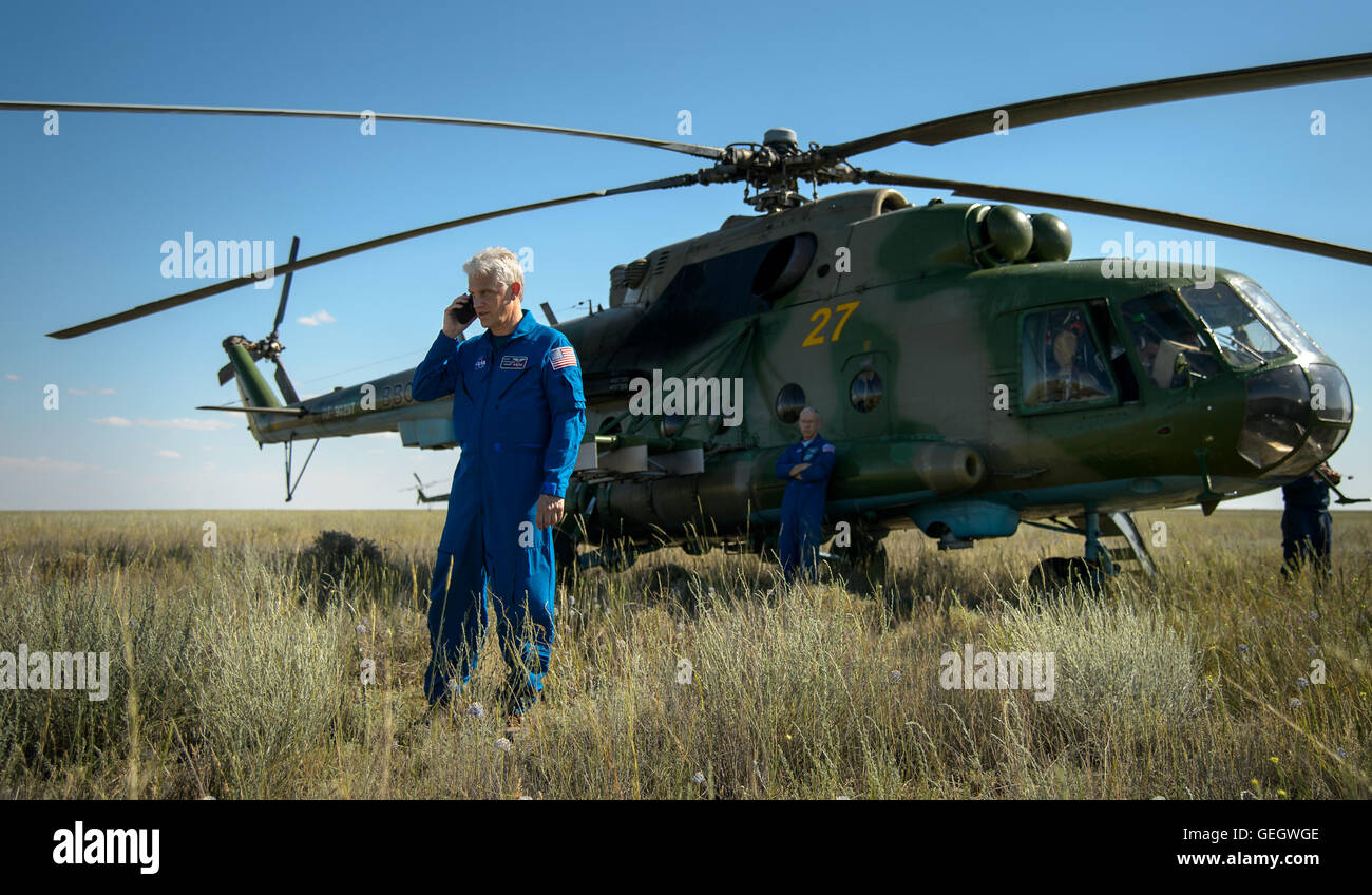 Expedition 47 Soyuz TMA-19M Landing  06180044 - Stock Image
