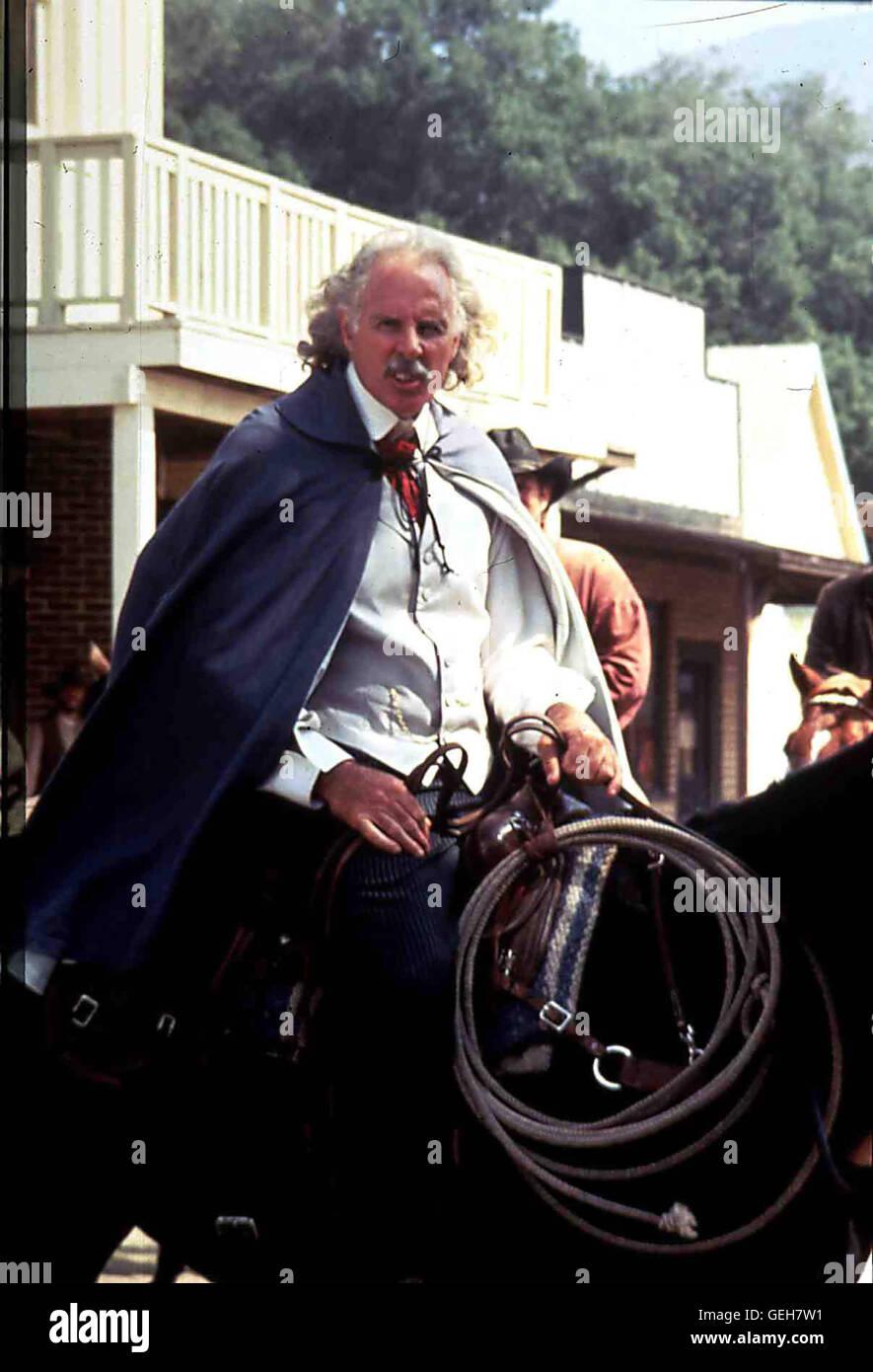 Bruce Dern   Der Grossgrundbesitzer McKay (Bruce Dern) hat es auf das Land des Farmers Hatcher abgesehen, um den Bau einer Eisenbahnlinie durchzusetzen. *** Local Caption *** 1994, Dead Man's Revenge, A, Blutige Vergeltung Stock Photo