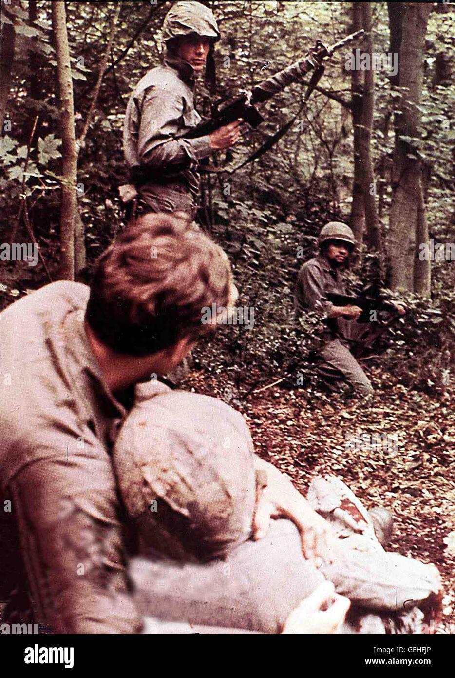 Szene Vietnam: Ein kleiner Trupp US-Infanteristen geraet auf der Jagd nach Vietkongs in einen aussichtslosen und - Stock Image