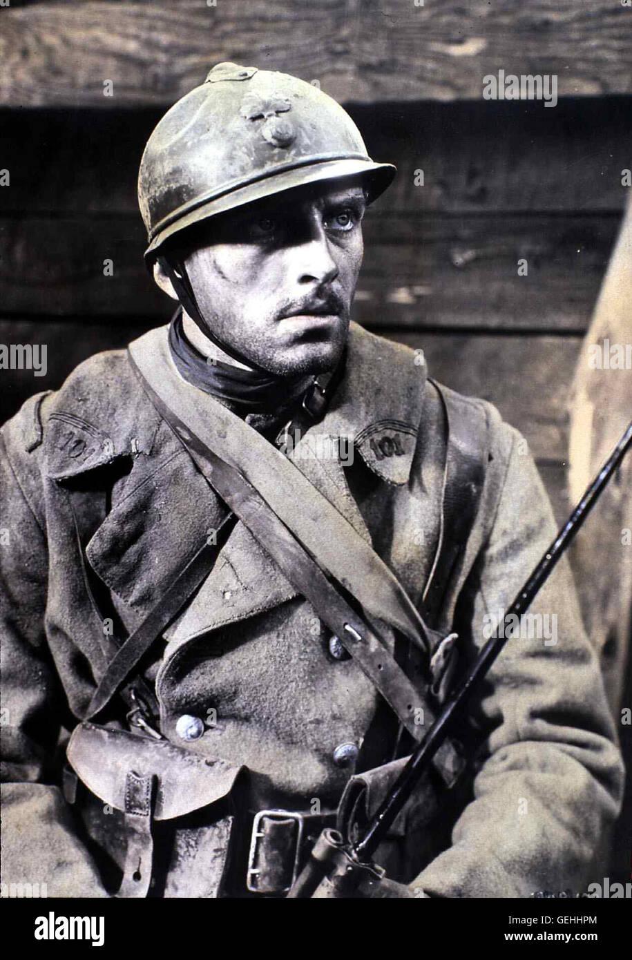 Phillips Holmes  Während des 1. Weltkrieges erlebt der Franzose Paul Renard (Phillips Homes) die letzten Minuten - Stock Image