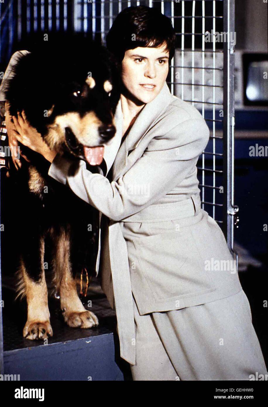 Ally Sheedy  Lori Tanner (Ally Sheedy) will eine Story über Tierversuche schreiben. Als sie den Wachhund Max - Stock Image
