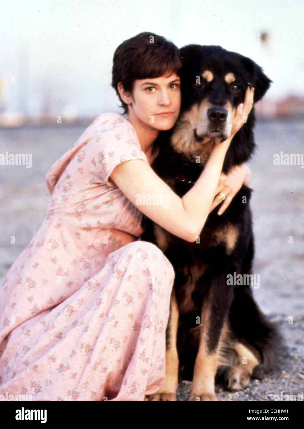 Lori Tanner (Ally Sheedy) mit Max in Szene. *** Local Caption *** 1993, Man's Best Friend, A, Der Tod Kommt - Stock Image