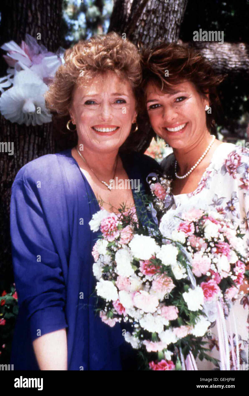 Rue McClanahan, Kristy McNichol  Wenige Tage vor der Hochzeit erfahren Margret Hix (Rue McClanahan) und Anne (Kristy - Stock Image