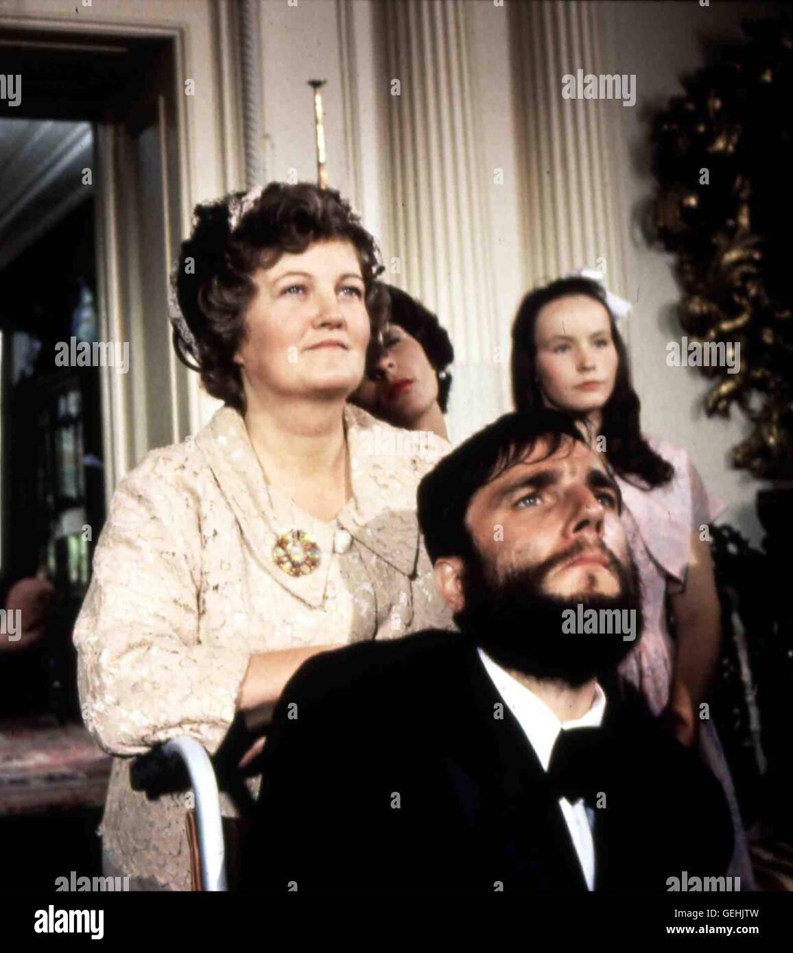 Brenda Fricker, Daniel Day-Lewis Seine Mutter (Brenda Fricker) bringt den von Geburt an spastisch gelaehmten Christy - Stock Image