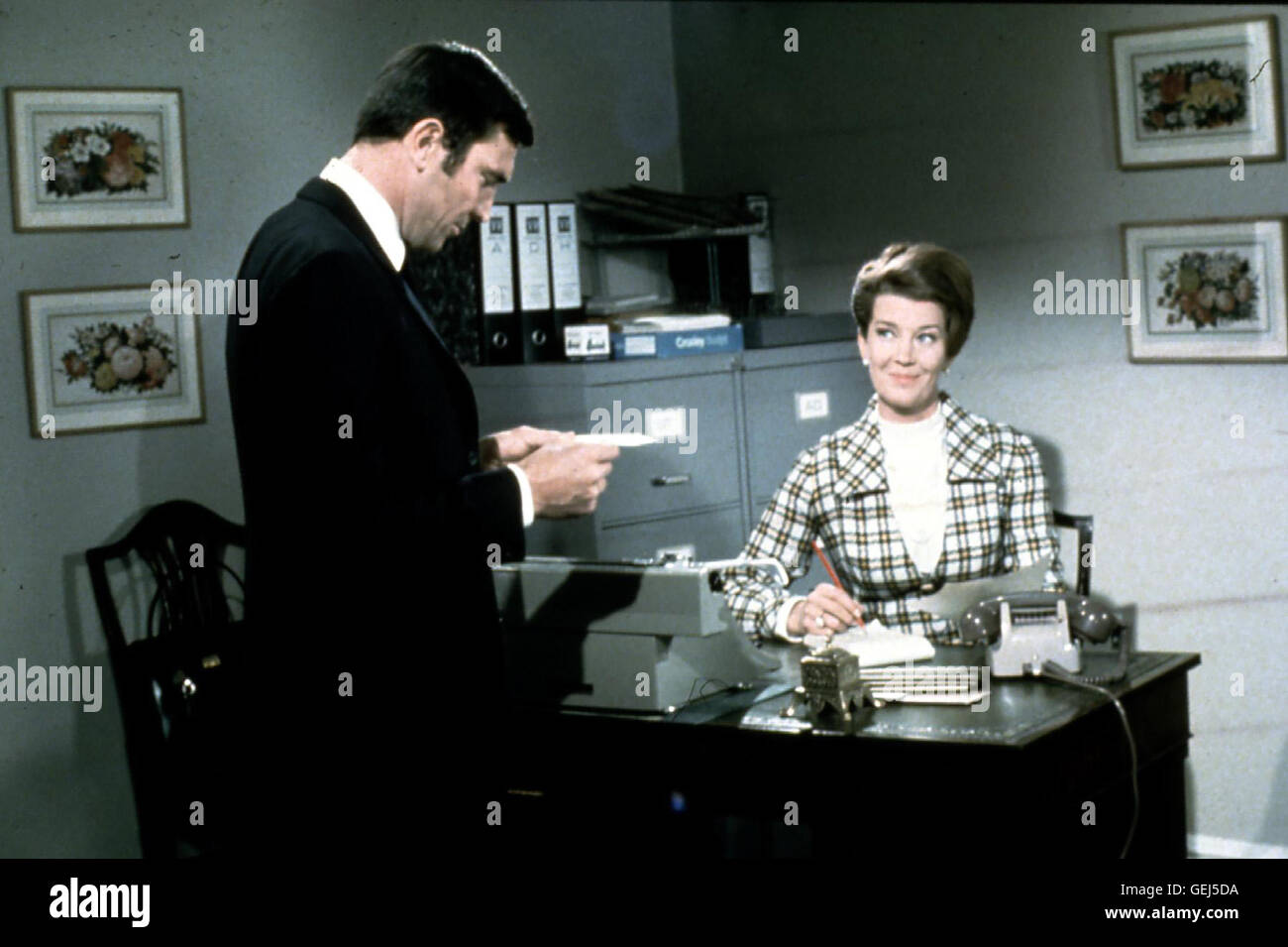 James Bond (George Lazenby), Miss Moneypenny (Lois Mawell) *** Local Caption *** 1969, On Her Majesty's Secret - Stock Image