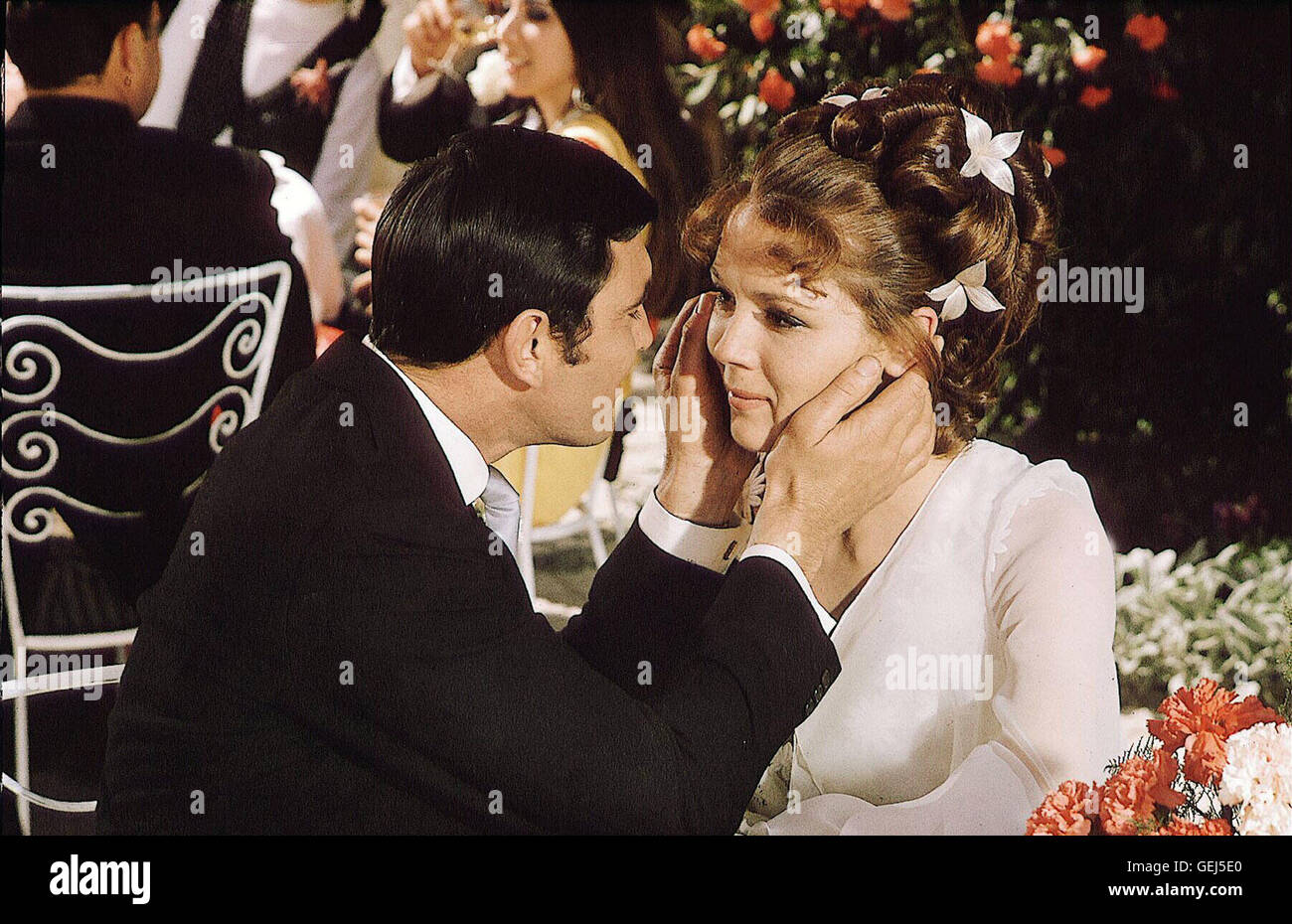 George Lazenby, Diana Rigg *** Local Caption *** 1969, On Her Majesty's Secret Service, James Bond 007: Im Geheimdienst - Stock Image