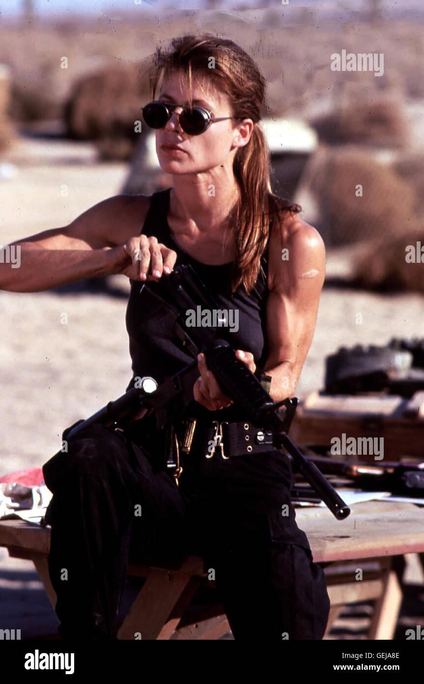 Linda Hamilton   Sarah Connor (Linda Hamilton) ist gut vorbereitet, als es daran geht, das Leben ihres Sohnes John - Stock Image