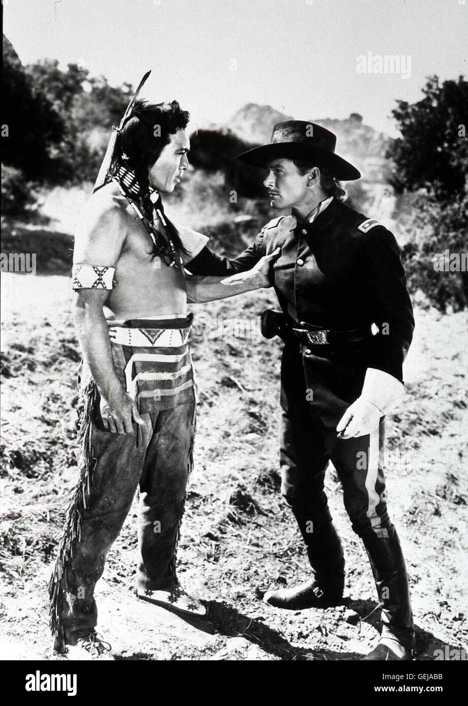 Anthony Quinn, Errol Flynn   General Custer (Errol Flynn,r) bespricht sich mit Häuptling Crazy Horse (Anthony - Stock Image