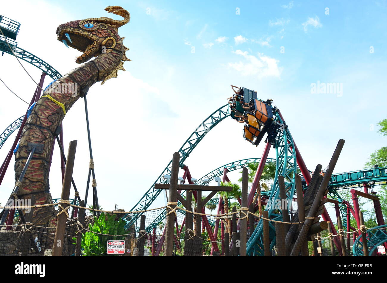 Cobra 39 s curse spin coaster at busch gardens tampa florida the only stock photo 112274943 alamy for Busch gardens tampa bay cobra s curse