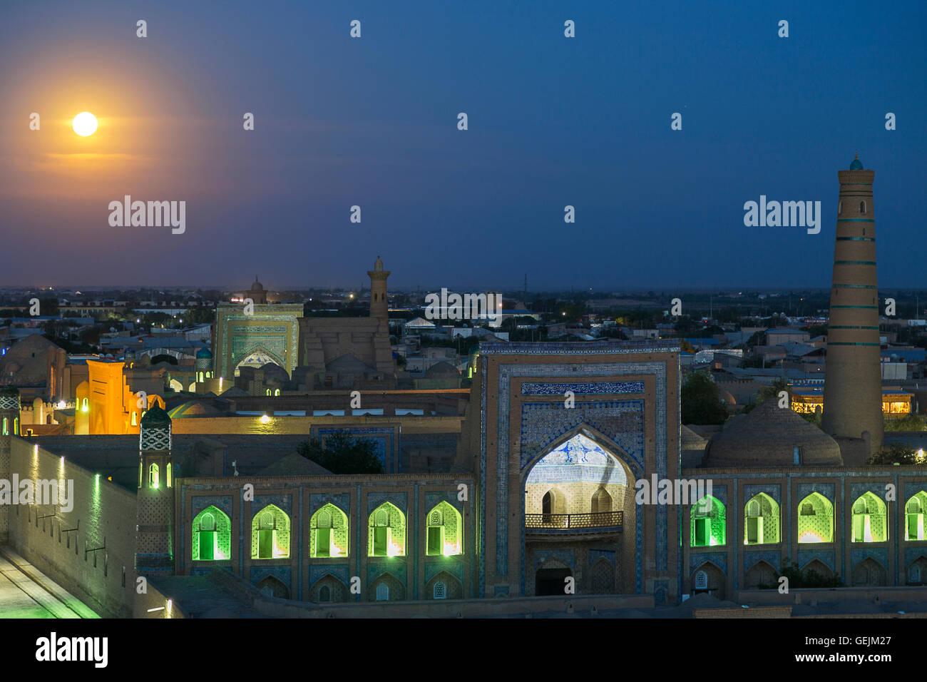 Full moon rising over the city of Khiva in Uzbekistan. - Stock Image