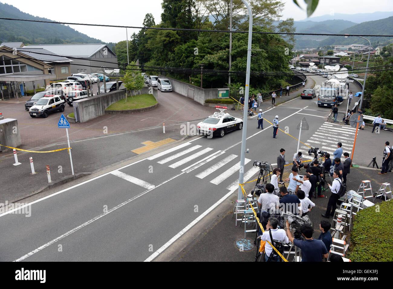 Sagamihara, Japan's Kanagawa Prefecture. 26th July, 2016. Reporters gather outside of the Tsukui Yamayuri-en - Stock Image