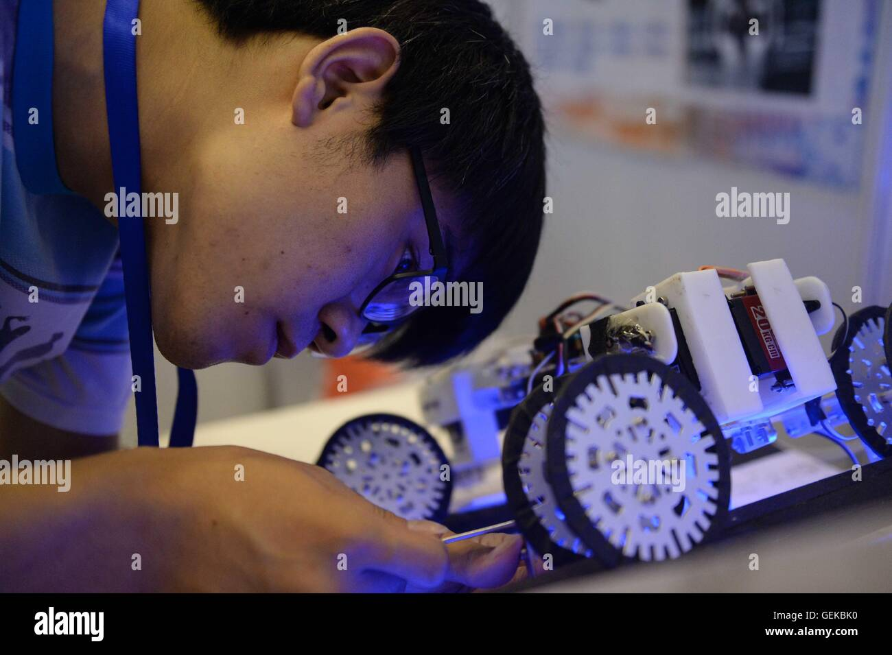 Harbin, China's Heilongjiang Province. 27th July, 2016. A college student makes adjustment on a multi-functional - Stock Image