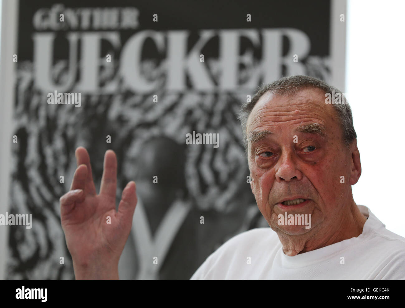 Artist Guenther Uecker during a preliminary inspection at the exhibition 'The Oppressed Human Being' (German: - Stock Image