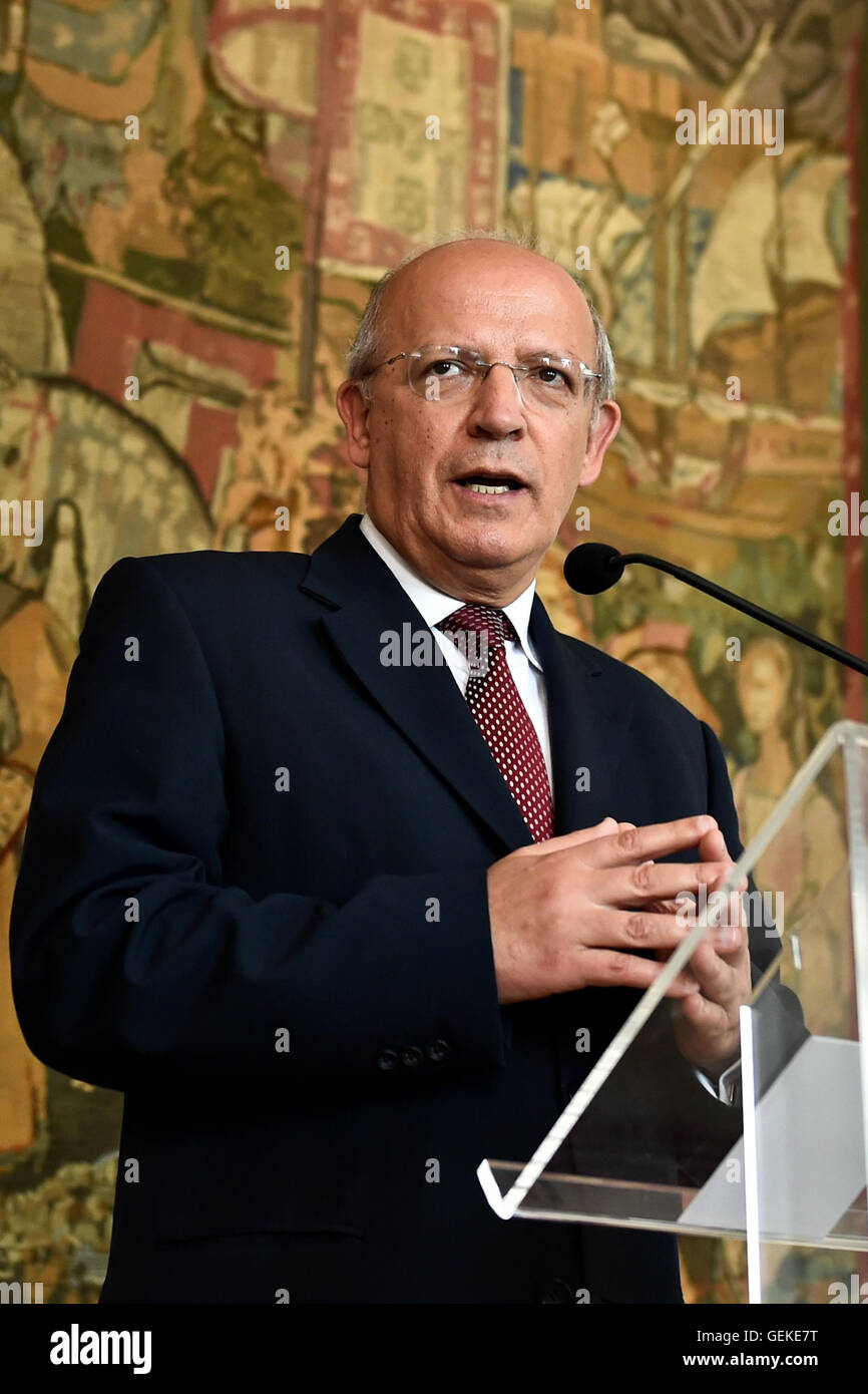 Lisbon, Portugal. 27th July, 2016. Portugal's Minister of Foreign Affairs August Santos Silva speaks during a press Stock Photo