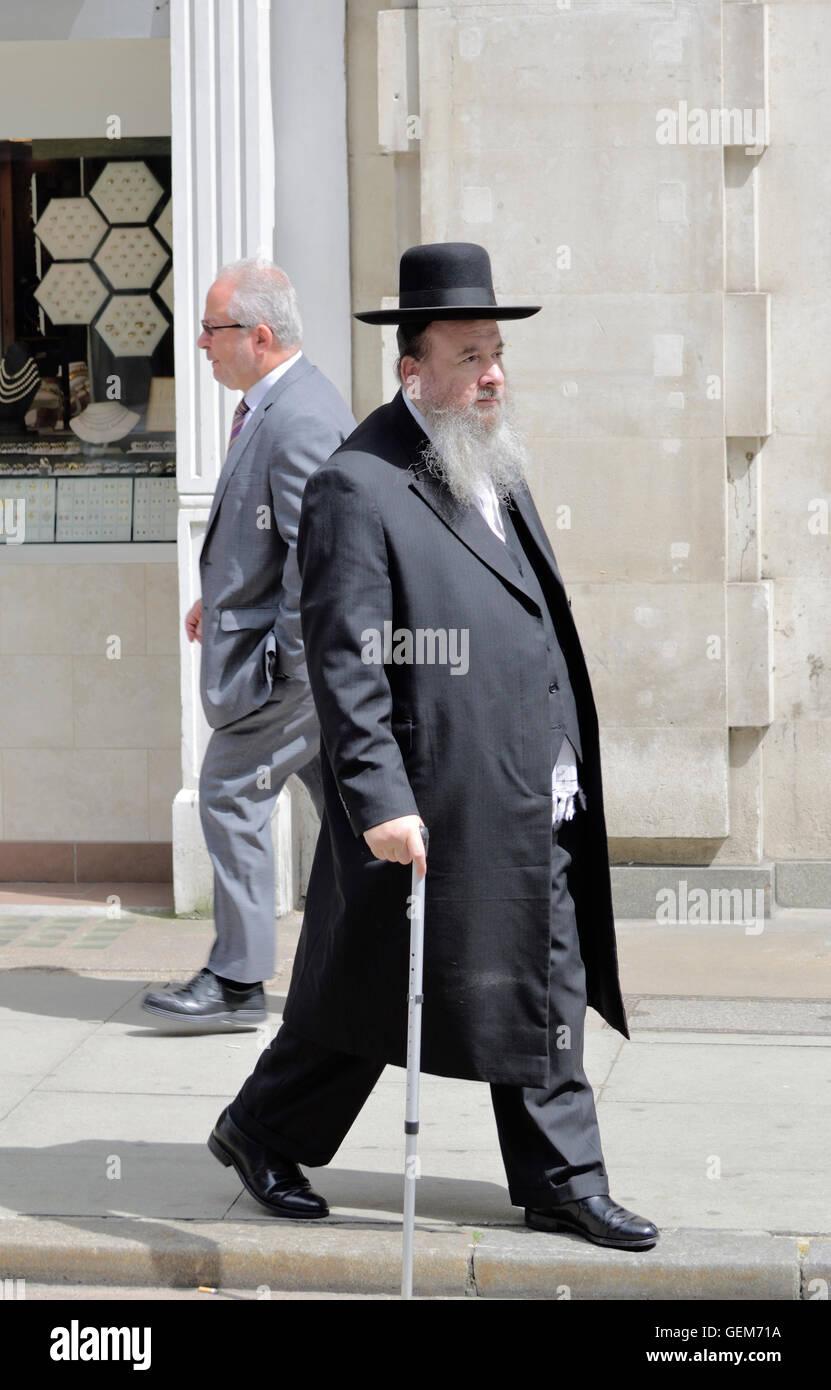 London, England, UK. Elderly Orthodox Jewish man in Hatton Garden (diamond district of The City) - Stock Image
