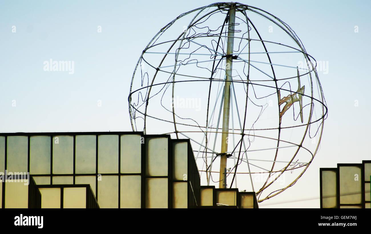 Weltkugel auf einem Hochhaus in Köln / Cologne - Stock Image