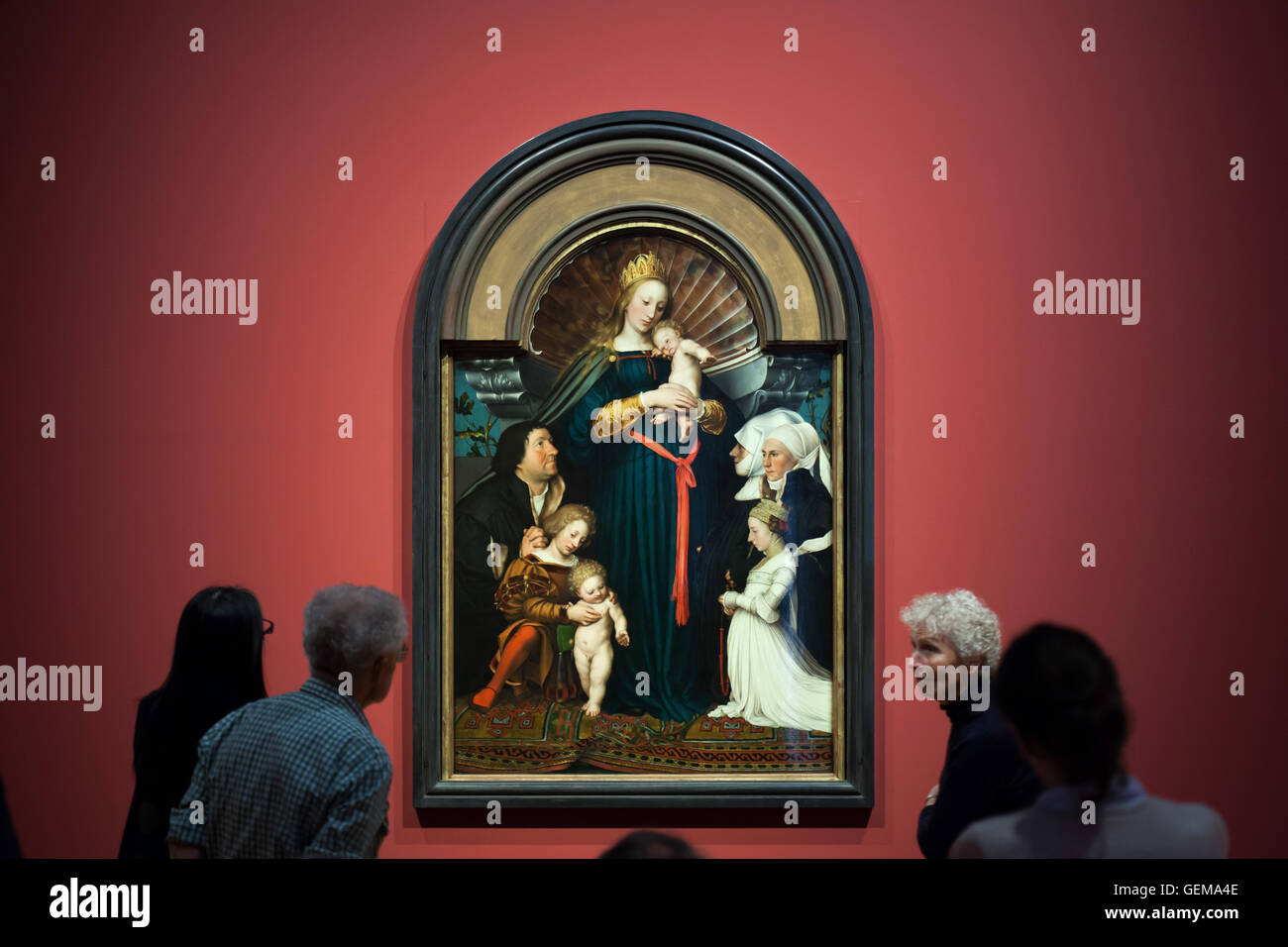 Visitors in front of the Darmstadt Madonna, also known as the Madonna of Jakob Meyer zum Hasen (1526) by Hans Holbein - Stock Image