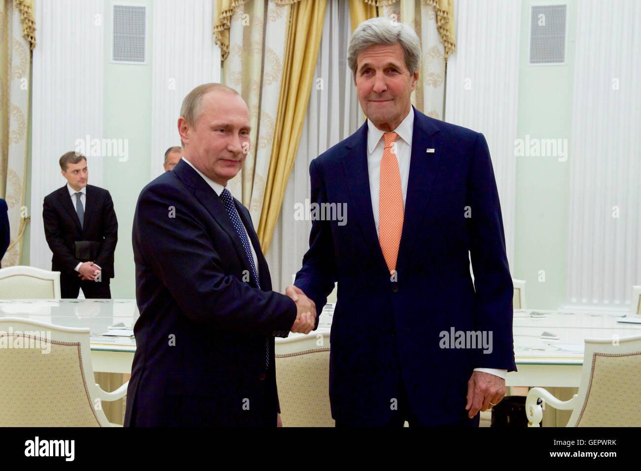Secretary Kerry Shakes Hands With Russian President Vladimir Putin - Stock Image