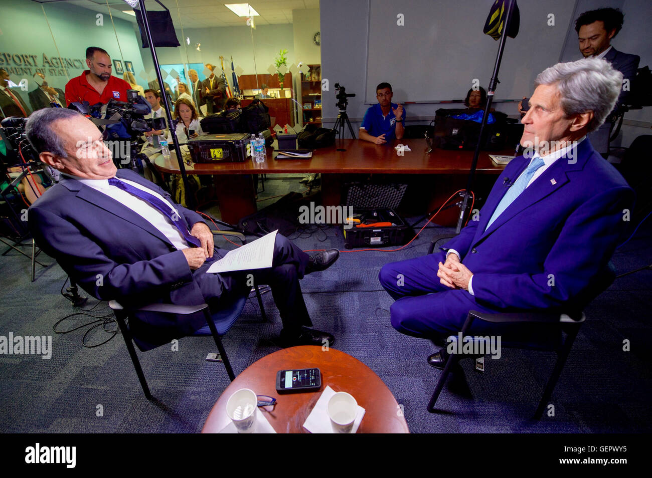 Secretary Kerry Sits With CNN en Español Host Andres Oppenheimer Before an Interview During His Day Trip to - Stock Image