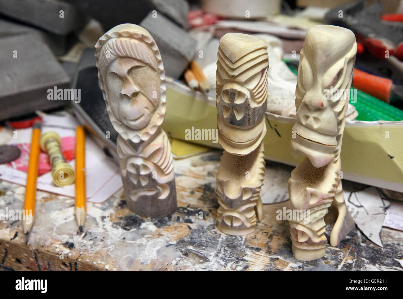 Inuit Bone Carving High Resolution Stock Photography And Images Alamy