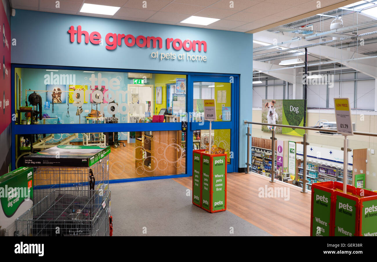The Groom Room At Pets At Home Stock Photo Alamy