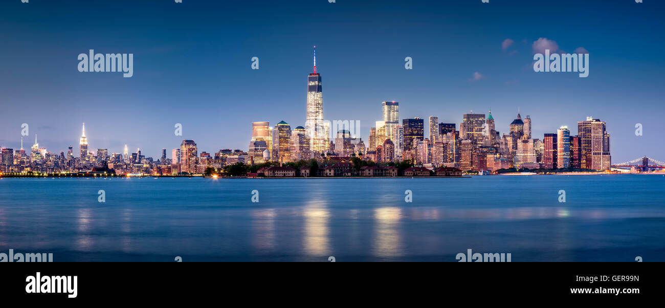 Panoramic Financial District of Lower Manhattan at twilight with Ellis Island and the World Trade Center. New York - Stock Image