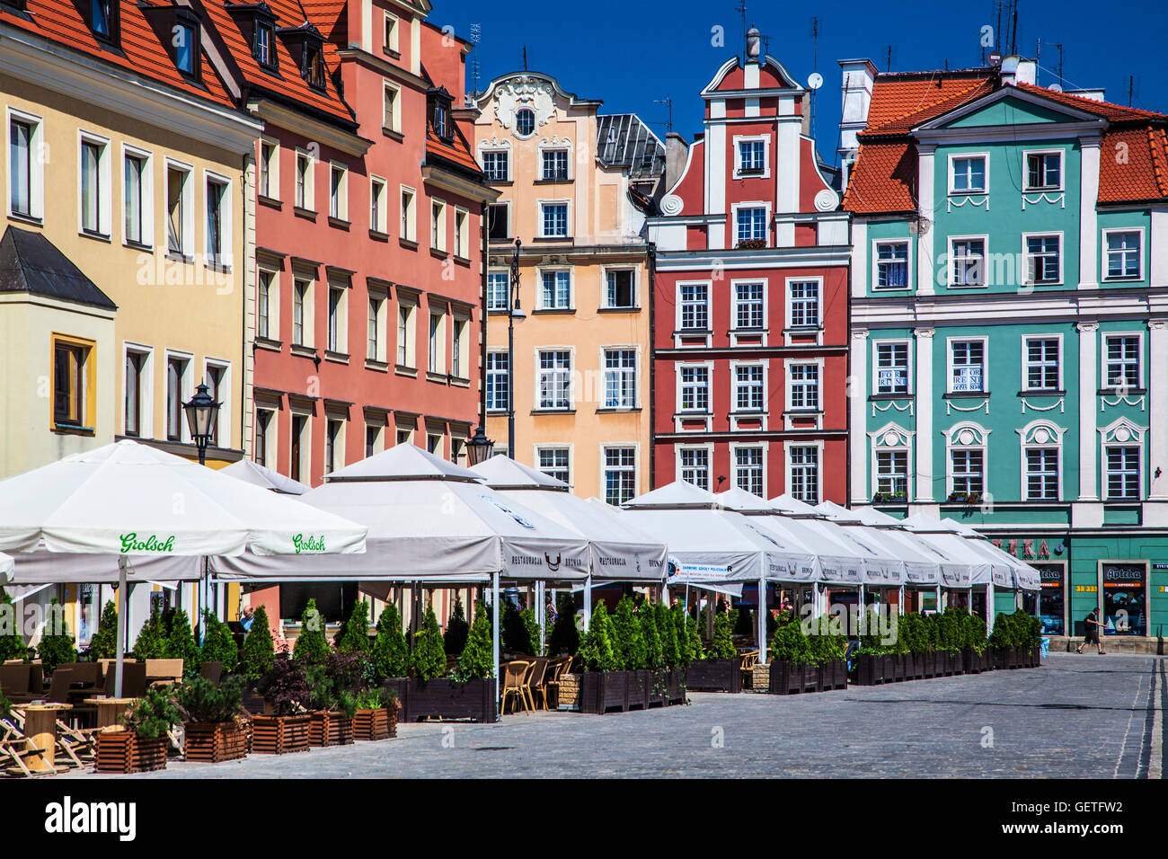 Outdoor Restaurant Bar And Medieval Houses In Wroclaw S Old Town Stock Photo Alamy