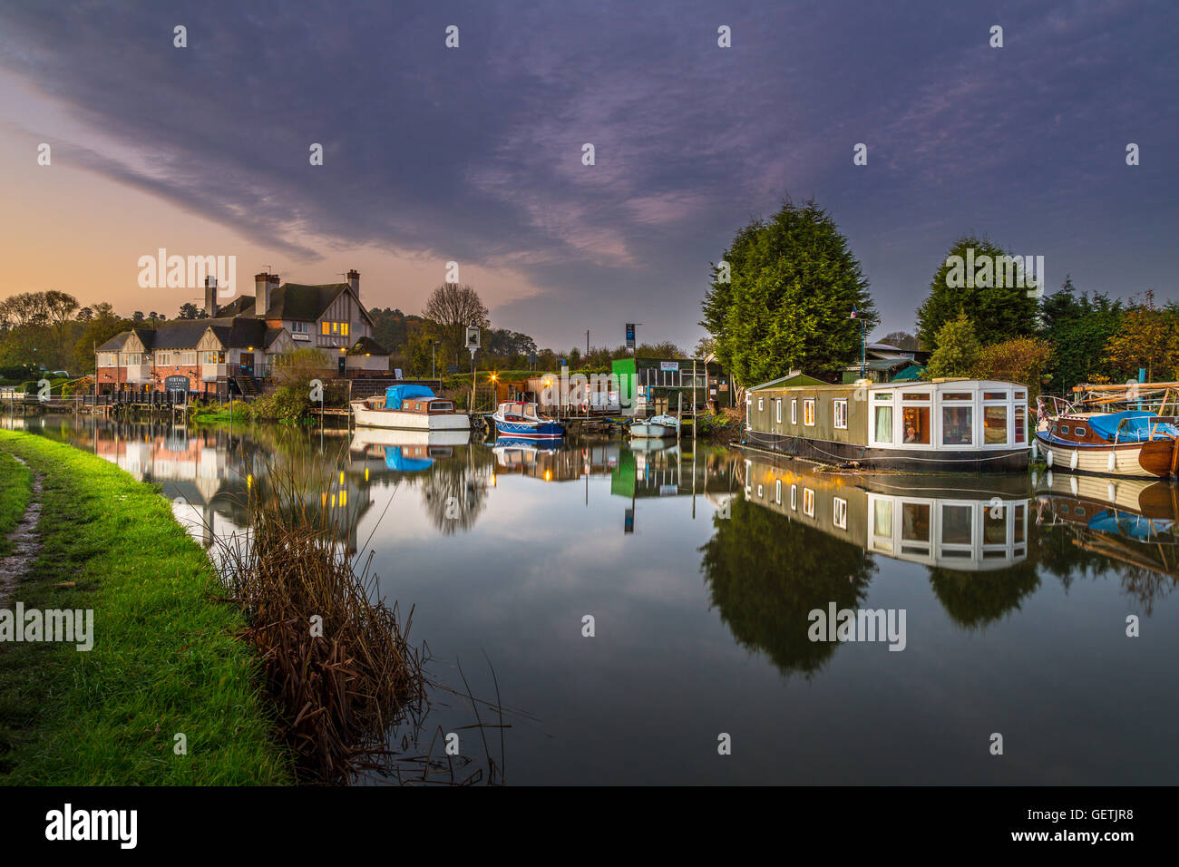 Houseboat and cruisers on the River Soar at Kegworth. - Stock Image