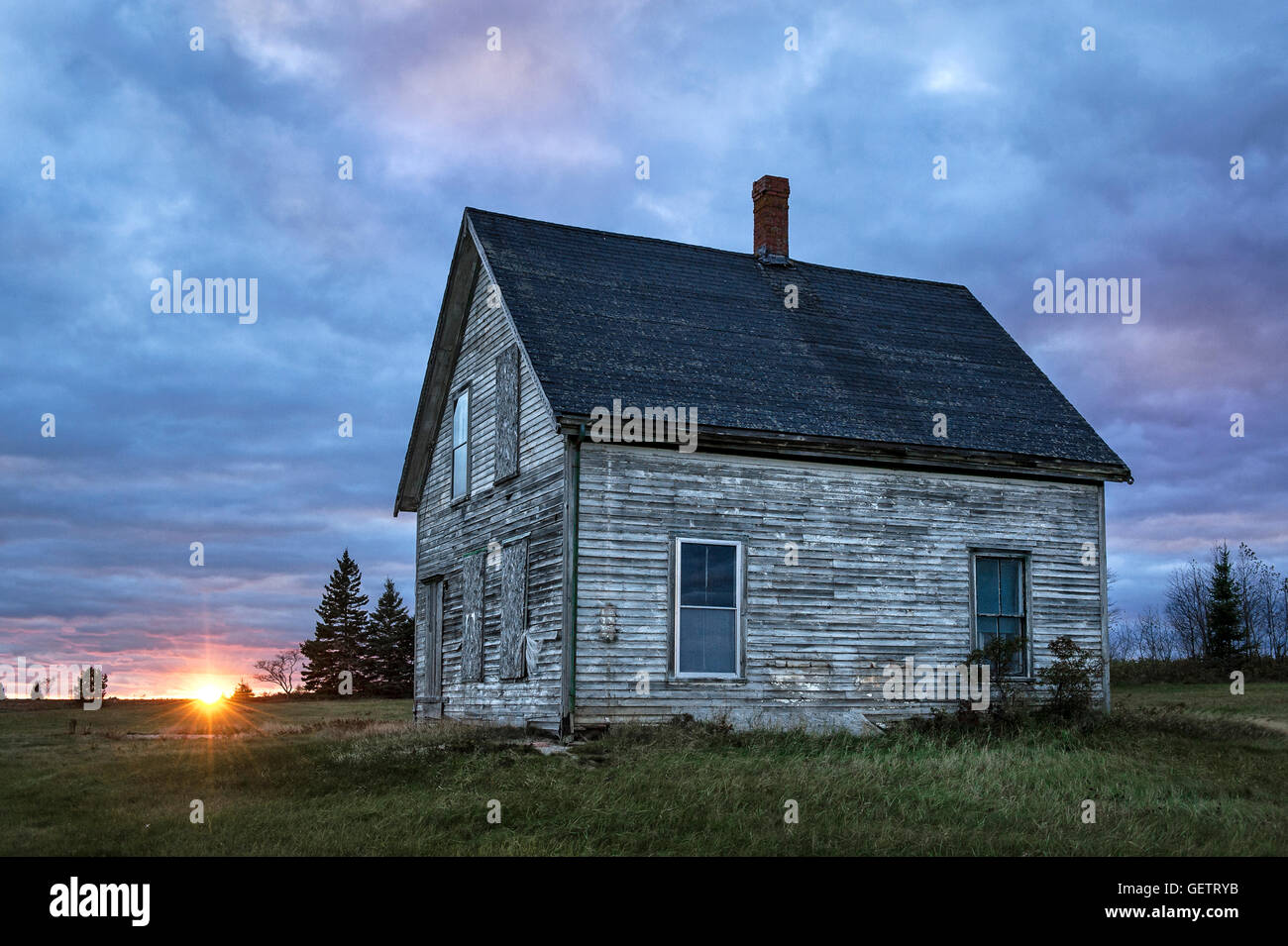 Abandoned house in disrepair. - Stock Image