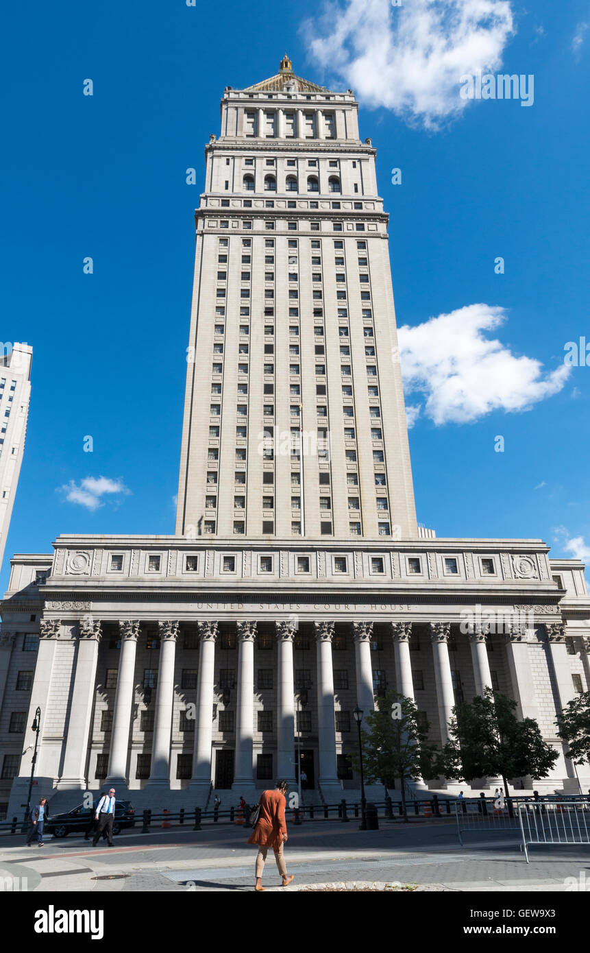 Landmarked United States Courthouse building in Foley Square, New York, designed by Cass Gilbert in classical revival - Stock Image