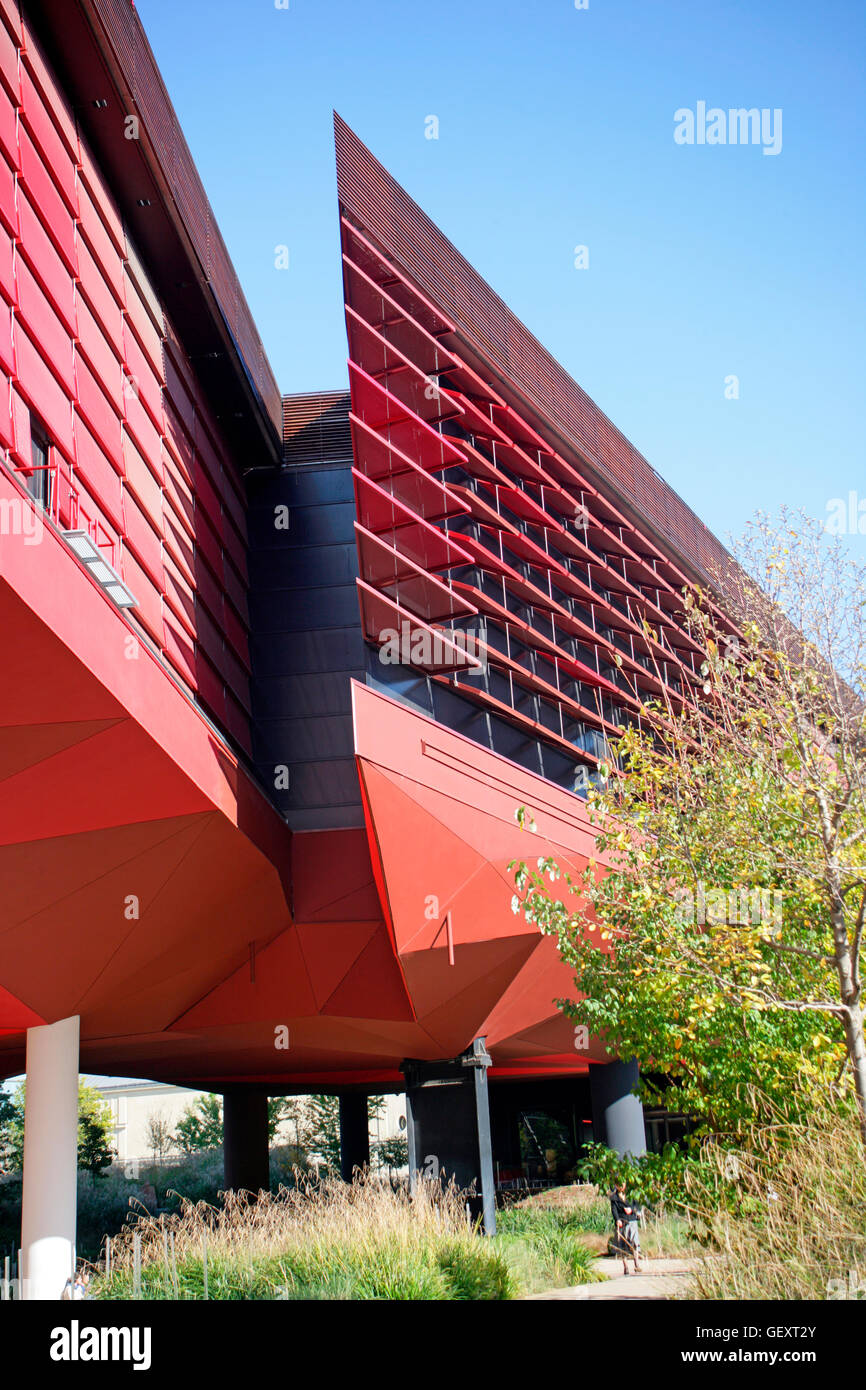 Museum of primitive and ethnic art designed by Jean Nouvel in Paris. - Stock Image