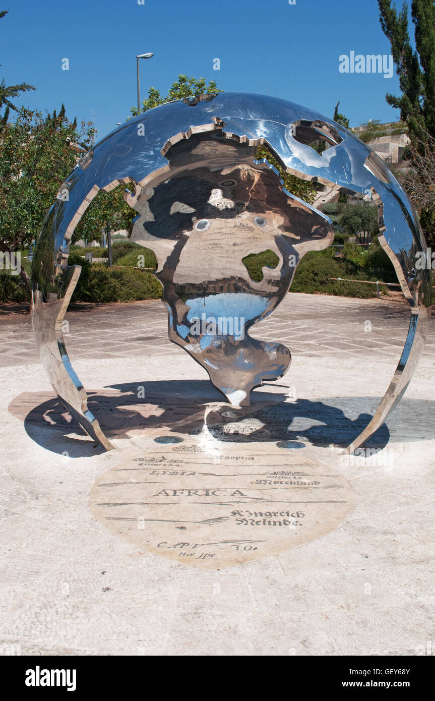 Jerusalem: the sculpture Centre of the World by David Breuer-Weil in Teddy Kollek Park, representing Jerusalem at - Stock Image