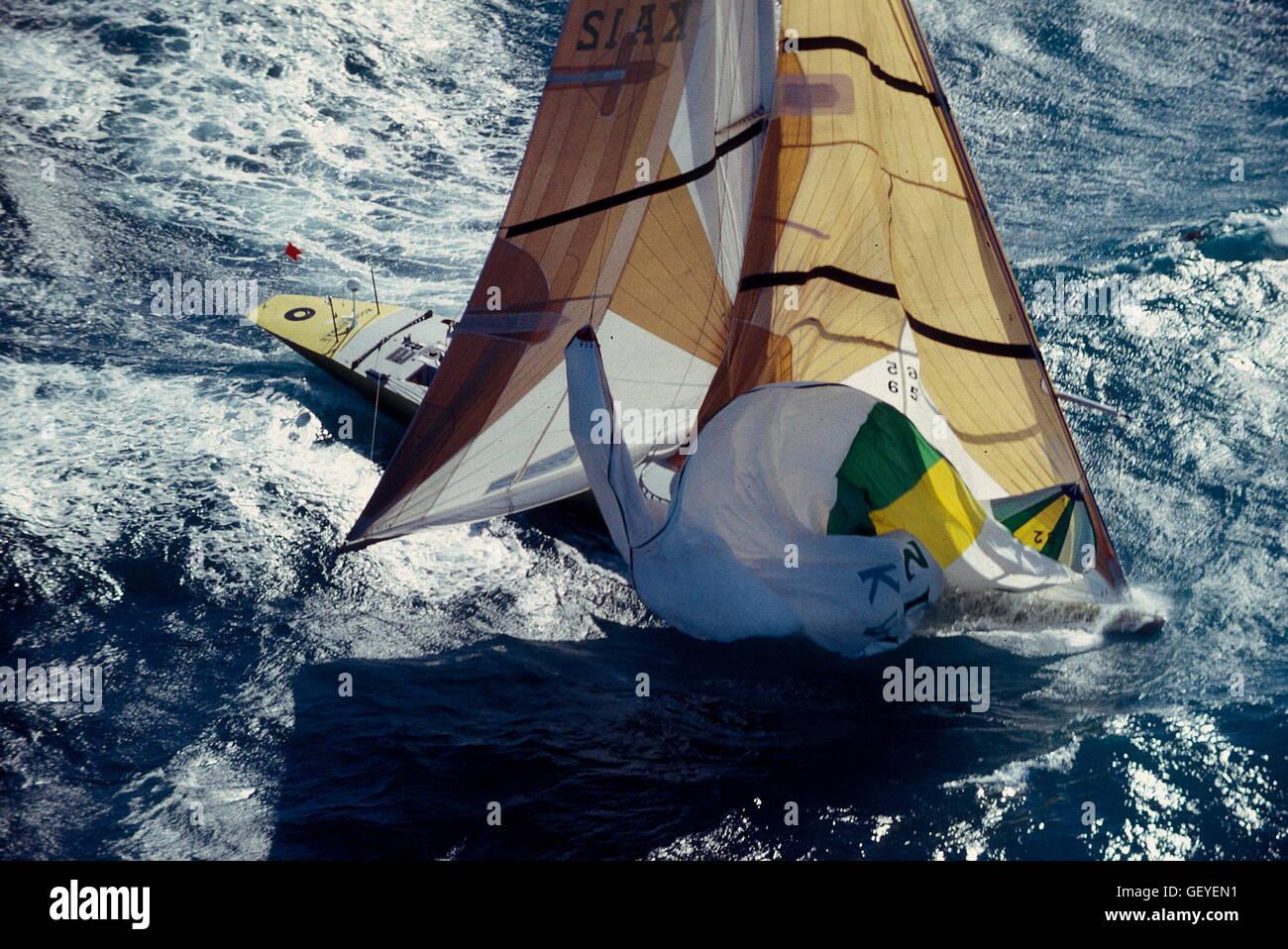 AJAXNETPHOTO. 1987. FREMANTLE, AUSTRALIA. - AMERICA'S CUP. - KOOKABURRA III DROPS HER SPINNAKER.  PHOTO:JONATHAN - Stock Image