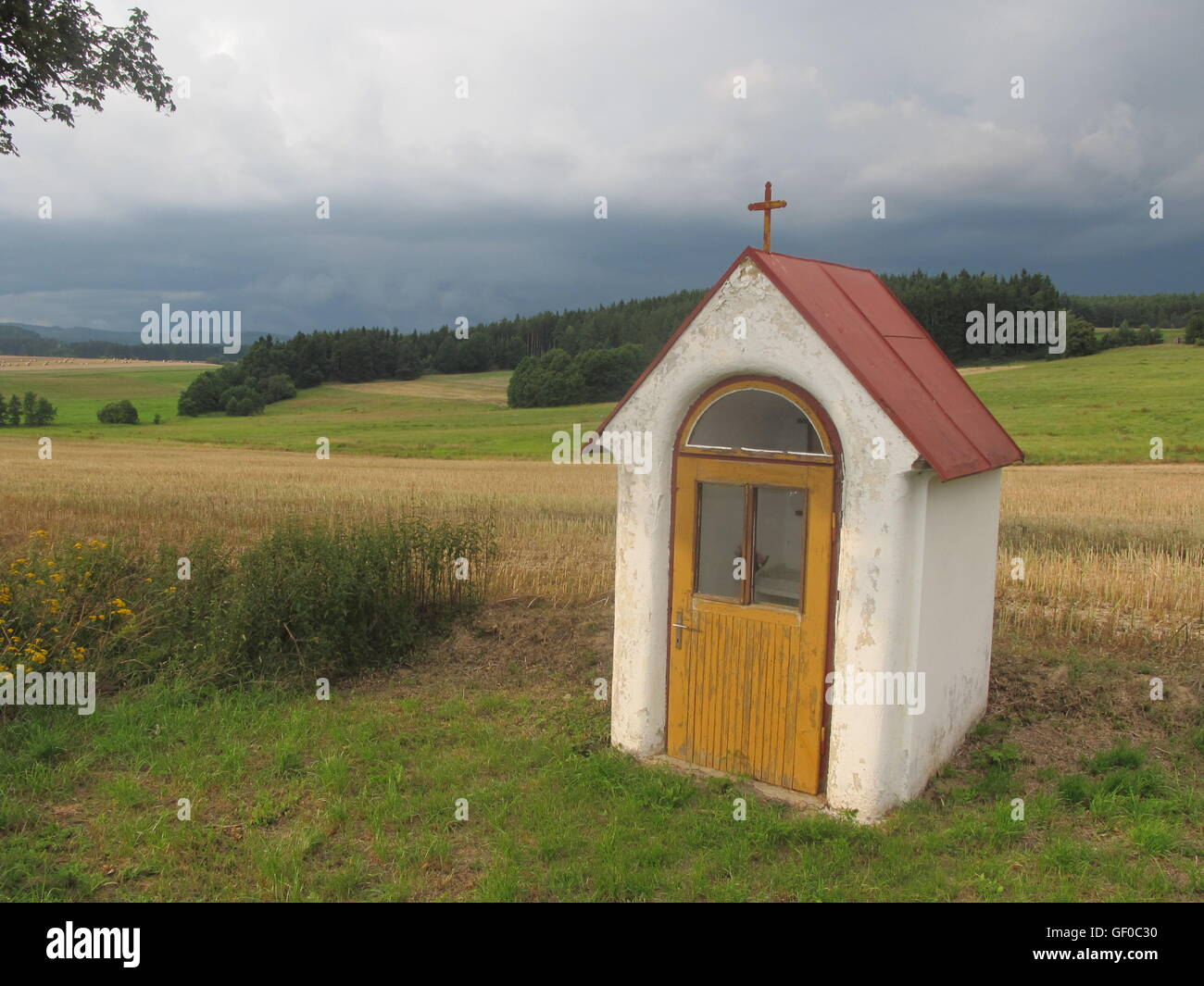 Czech Republic, field chapel near road - Stock Image
