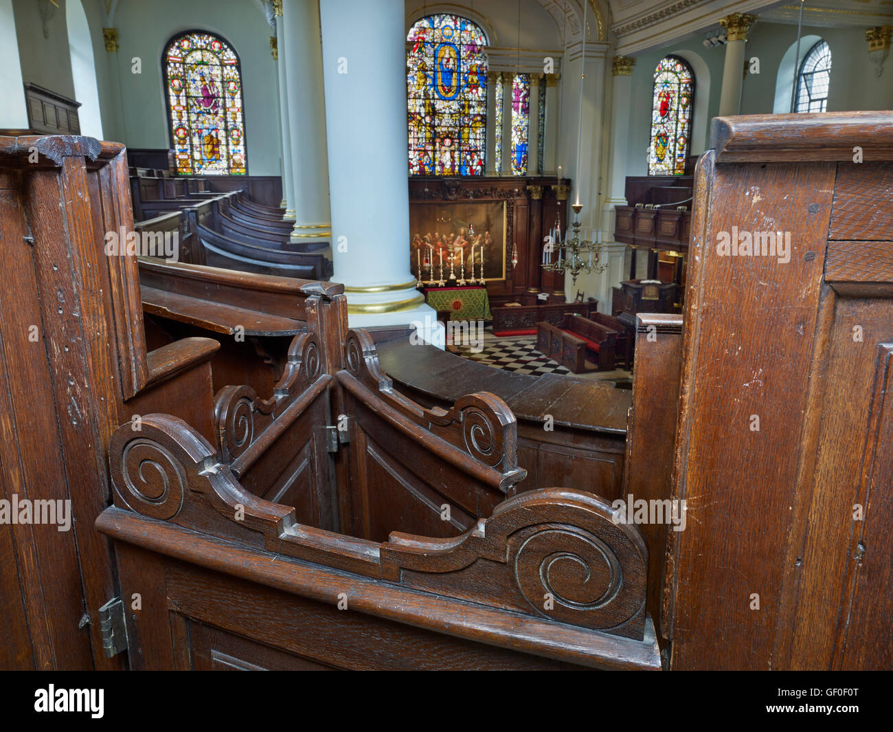 St George's Hanover Square. Pews with scroll-top doors in the gallery Stock Photo