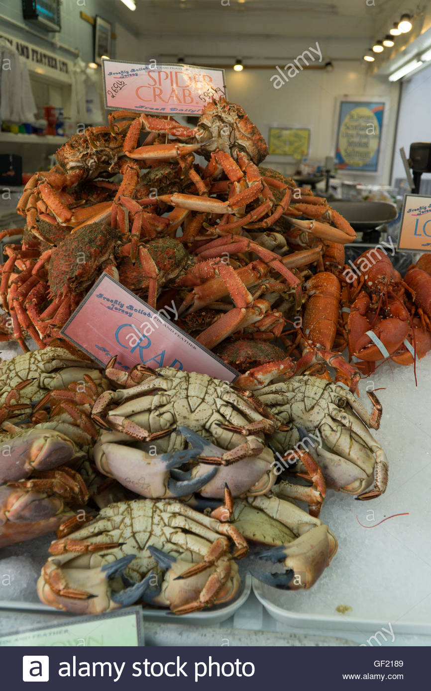 Spider Crabs,Edible Crabs on sale in the Beresford Street Fish Market,Jersey,Channel Islands - Stock Image