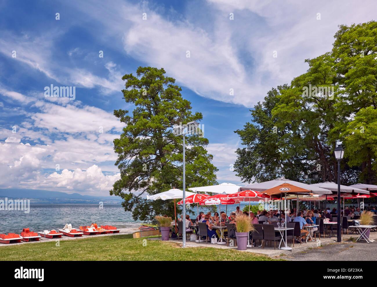 Les Pieds dans l'Eau restaurant by Lac Léman.  Anthy-sur-Léman, Haute-Savoie, France. - Stock Image