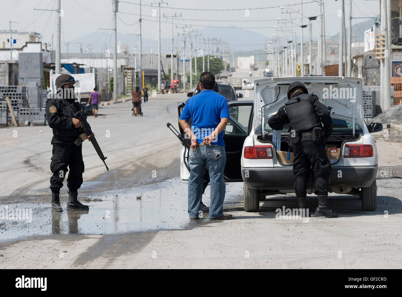 State police units set up random checkpoints on the streets of the Colonia Alianza Real in Escobedo, Nuevo Leon - Stock Image